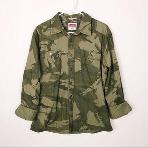 Wrangler Oversized Camo Western Shirt Button Up